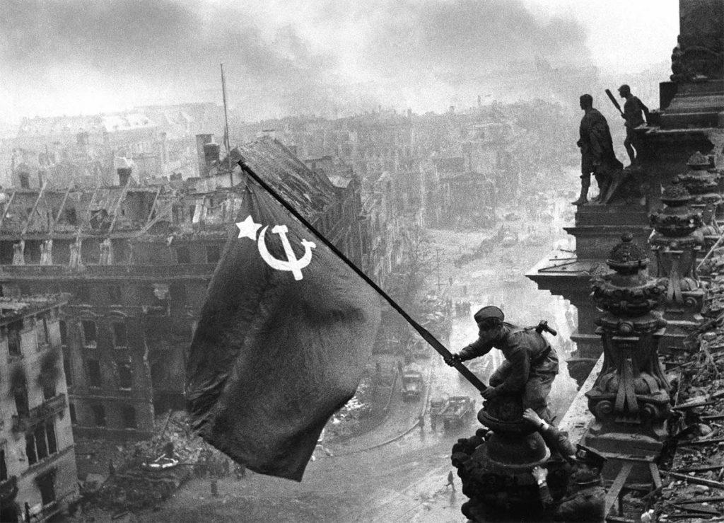Η σοβιετική σημαία στο Ράιχσταγκ