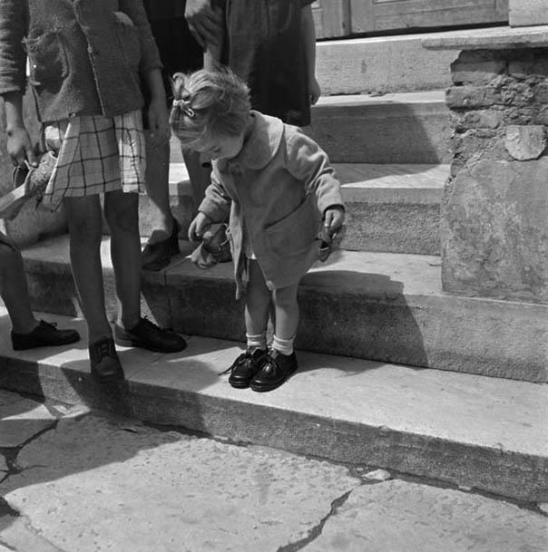 Τα παιδιά με τα καινούργια παπούτσια