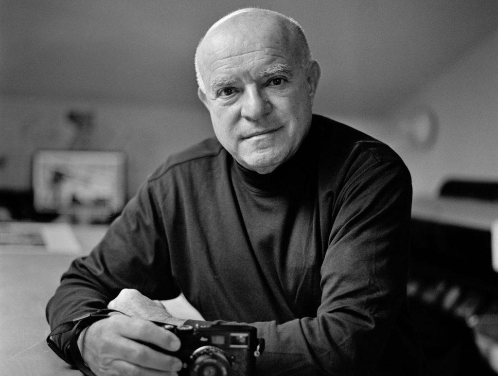 5d41da3b31 Στα 19 του είχε προσληφθεί σαν επίσημος φωτογράφος της συμφωνικής ορχήστρας  της Βοστώνης. Οι φωτογραφίες από αυτή την περίοδο συνέθεσαν το πρώτο του ...